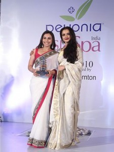 Rani Mukherjee with Rekha at the AsiaSpa Awards 2010
