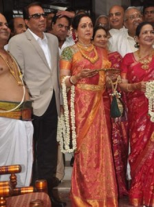 Hema Malini and Dharmendra wait to welcome the groom